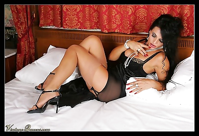 Retro queen in stockings in..