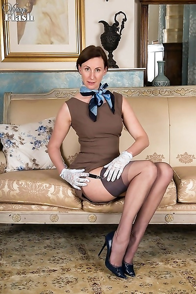 Mature lady lara latex..