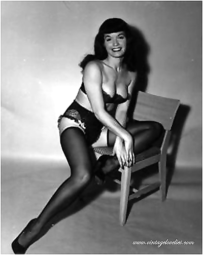Pin-up star bettie page showing her sexy vintage stockings - part 1538